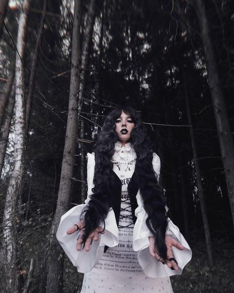 Фото №2 - К Хэллоуину готова: Катя Клэп показала оригинальный макияж в готическом стиле