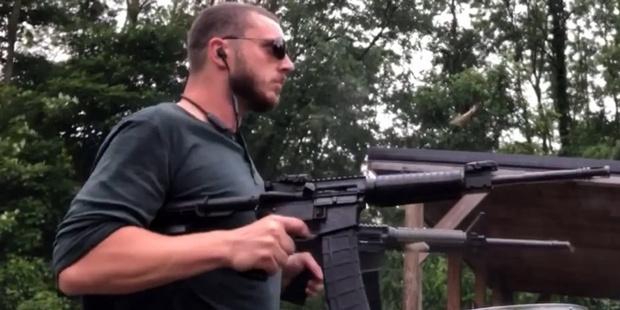 Фото №1 - Блогер исполнил хит System of a Down Chop Suey при помощи двух винтовок М4 и «Калашникова»
