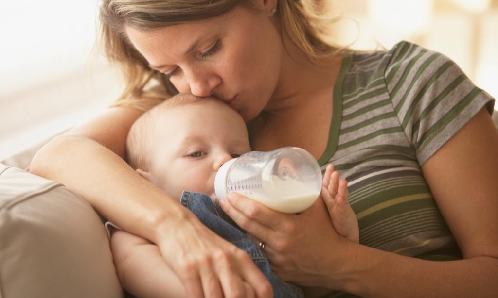 Чем кормить младенца: дневник питания малыша от рождения до года