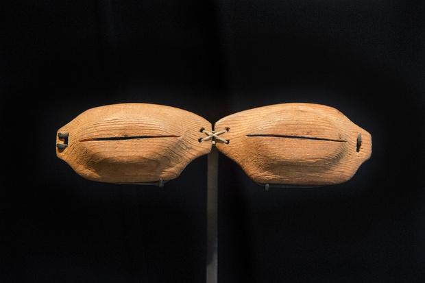 Фото №1 - Древние очки эскимосов, защищающие от снежной слепоты