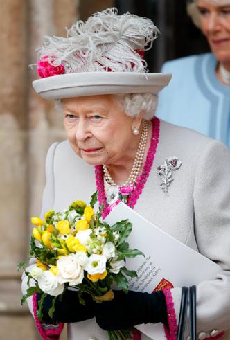 Фото №3 - Не просто аксессуар: почему Елизавета почти всегда носит перчатки