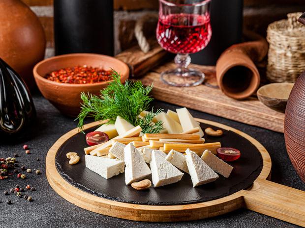 Фото №1 - От сулугуни до чанаха: полный гид по кавказским сырам