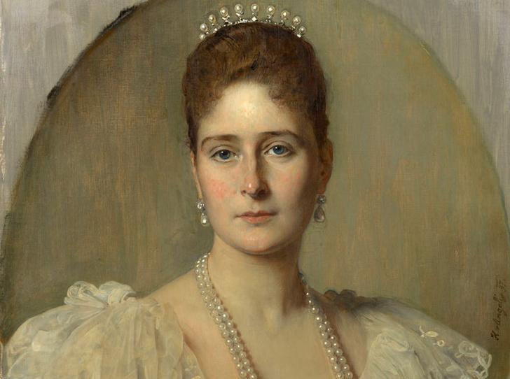 Фото №1 - Как императрица Александра Федоровна стала настоящей феей-крестной