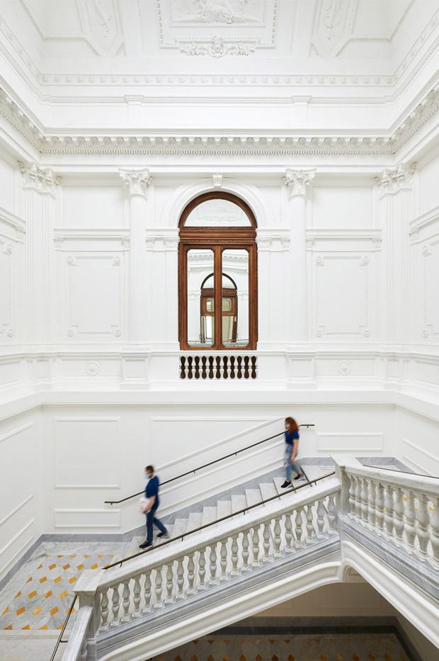 Фото №5 - Новый бутик Apple в Риме по проекту Foster + Partners