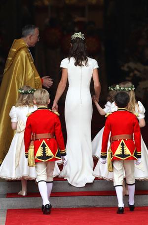 Фото №7 - Без церемоний: как Карл Лагерфельд провоцирует британских монархов