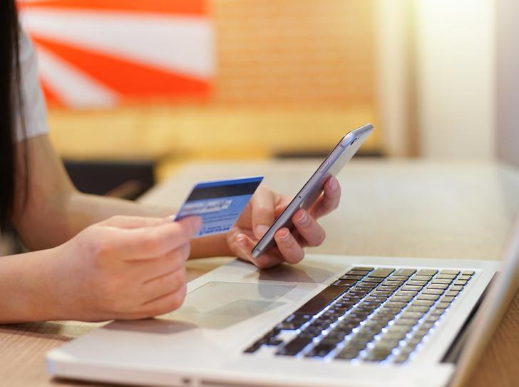 Фото №1 - Что такое детская банковская карта, и как она учит управлять финансами
