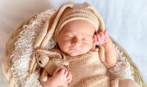 Фото №1 - Росстандарт отменил ГОСТ для фотосессий с новорожденными — из-за пункта о ВИЧ