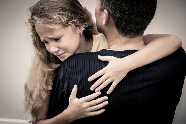 Фото №1 - Вопрос дня: Что делать, если родители развелись, и папа со мной мало общается?