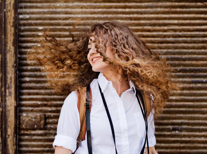 Фото №1 - 6 фактов о химической завивке для юных волос