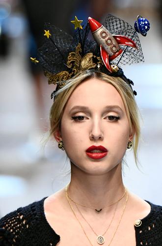 Фото №14 - Голубая кровь на подиуме: наследницы британской короны в показе Dolce & Gabbana