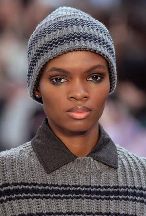 Фото №2 - Шапки, косынки и береты: самые модные головные уборы сезона