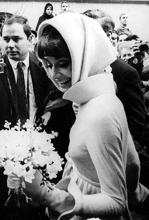 Фото №11 - От Одри Хепберн до Меган Маркл: знаменитые невесты в платьях Givenchy