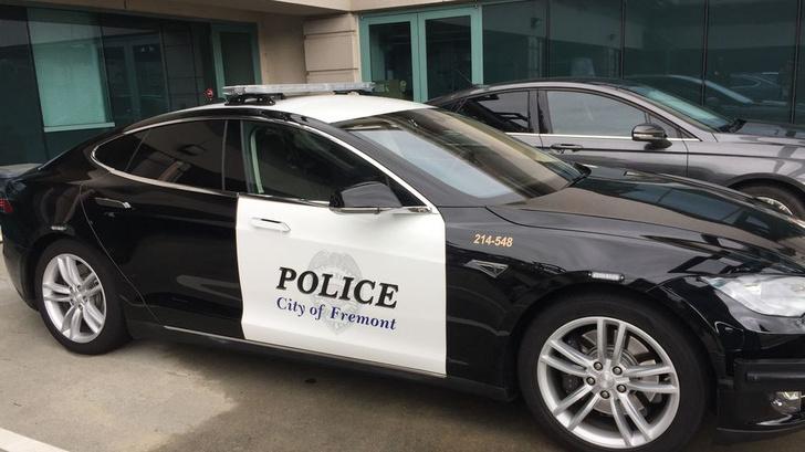 Фото №1 - В США у полицейской Tesla села батарейка прямо во время погони