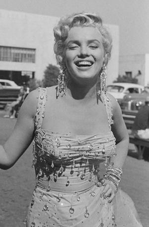 Фото №9 - Драгоценности Мэрилин Монро: что кинодива носила в жизни и на экране