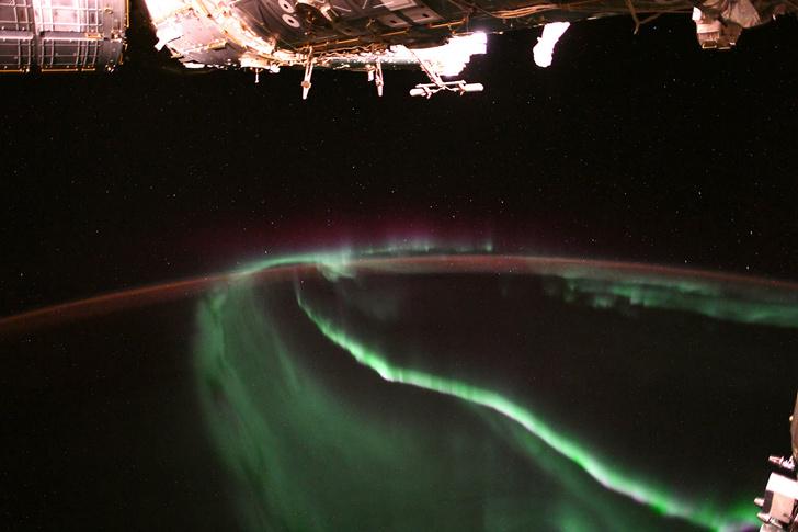 Фото №1 - Как выглядит северное сияние из космоса
