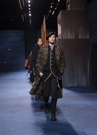 Фото №1 - Военные элементы, шапочки кроше и принты Питера Дойга: коллекция Dior Men's Fall 2021