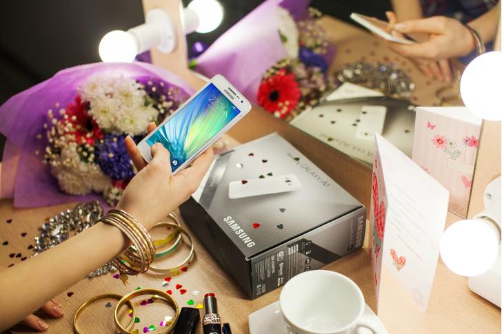 Фото №2 - Samsung дарит подарки твоим любимым