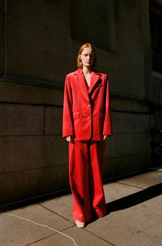Фото №2 - От классики до сочных красок: лучшие костюмы с Недели моды в Нью-Йорке