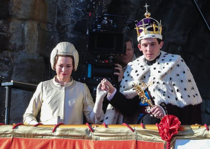 Фото №29 - От свадебных платьев до роскошных мехов: какие образы Виндзоров повторили в сериале «Корона»