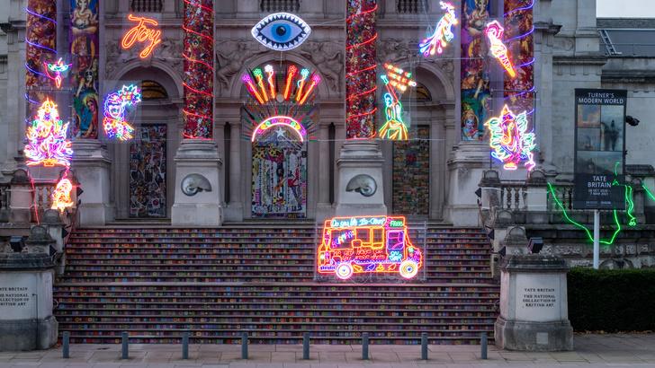 Фото №3 - Инсталляция на фасаде Британской галереи Тейт