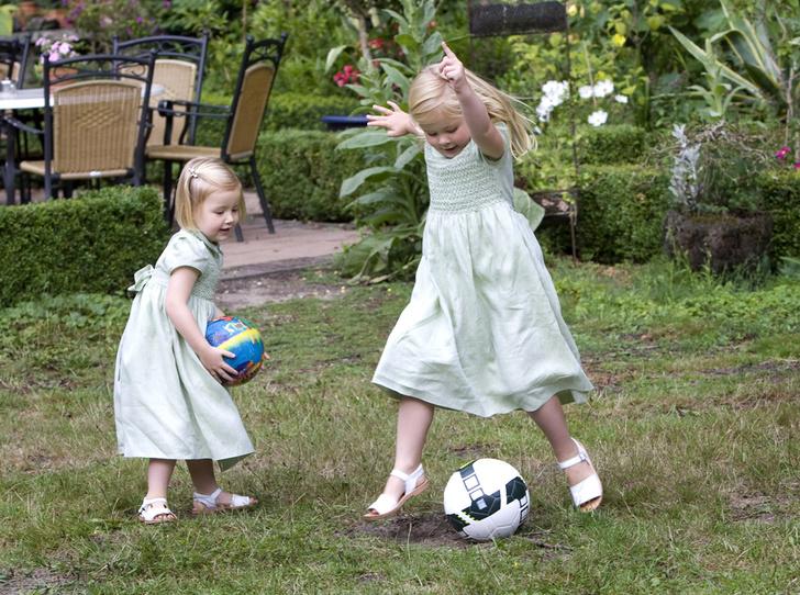 Фото №31 - «Деревянные игрушки»: во что играют дети королей