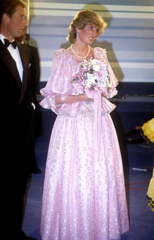 Фото №11 - Никто не идеален: самые неудачные наряды принцессы Дианы
