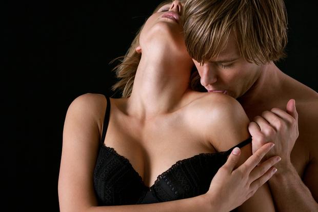 Фото №1 - О чем думают женщины, когда мужчины раздевают их в первый раз