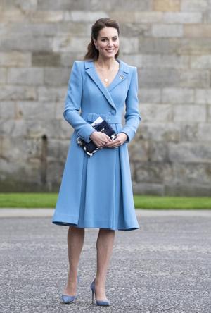 Фото №22 - Клетка, джинсы и костюмы: все наряды герцогини Кейт в туре по Шотландии