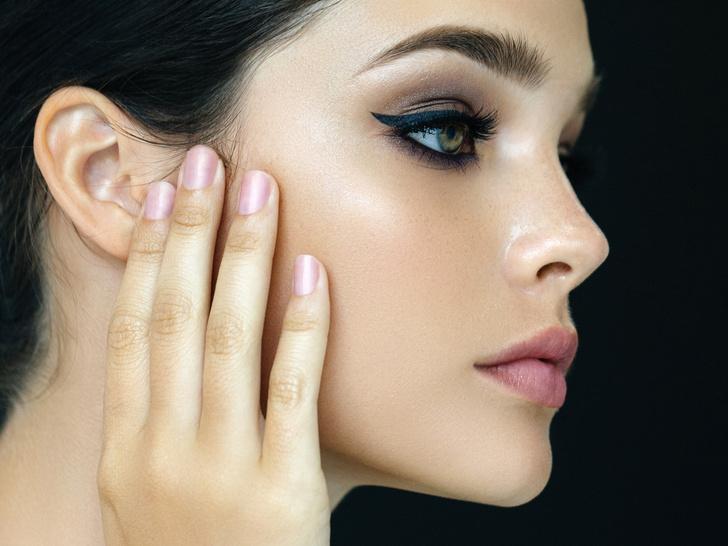 Фото №1 - 3 вещи, которые вредно делать перед макияжем