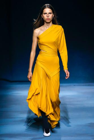 Фото №12 - Фаворит герцогини: что Меган Маркл наденет из новой коллекции Givenchy SS 2019