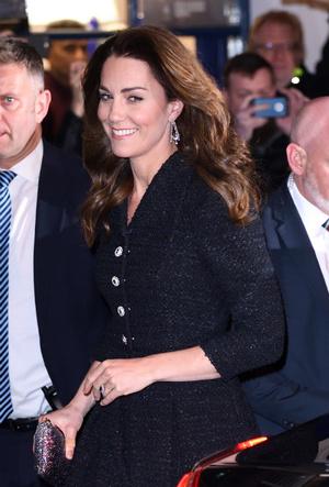 Фото №3 - Украшение со смыслом: герцогиня Кейт и ее «ювелирный реверанс» Королеве