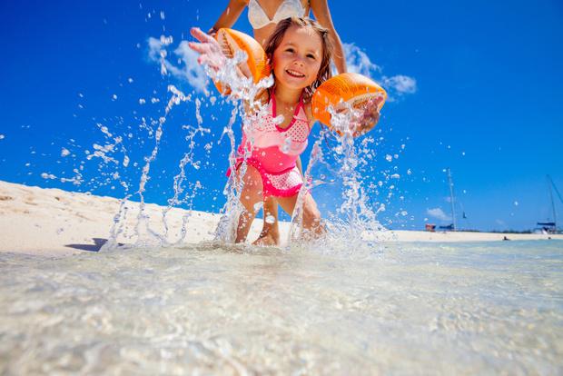 Фото №9 - Собираемся на пляж: 10 вещей, которые нужно взять для малыша