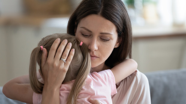 Фото №1 - Мать-одиночка дала детям матчество вместо отчества, а на нее подали в суд