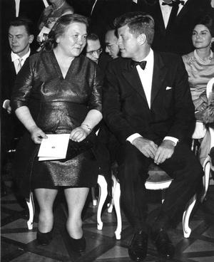 Фото №5 - Советский стиль: как одевались первые леди СССР