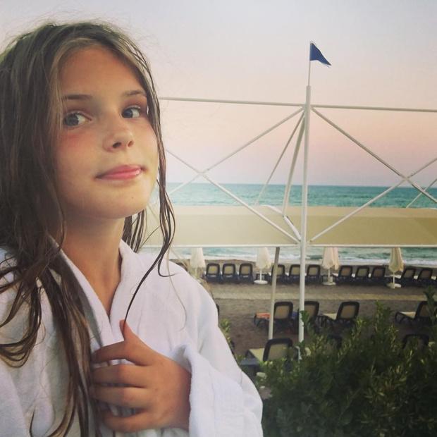Фото №1 - Как сейчас выглядит единственная дочь Александра Абдулова