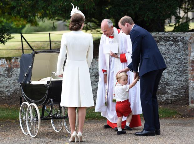Фото №31 - Самые трогательные моменты крестин детей герцогов Кембриджских