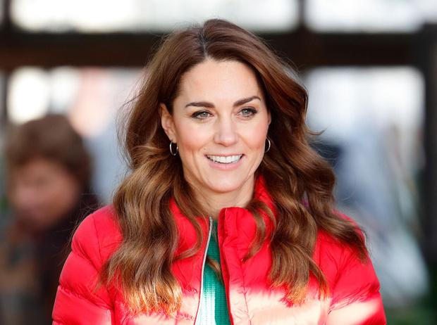 Фото №1 - Знакомство с родителями: как прошли первые выходные Кейт с Королевой