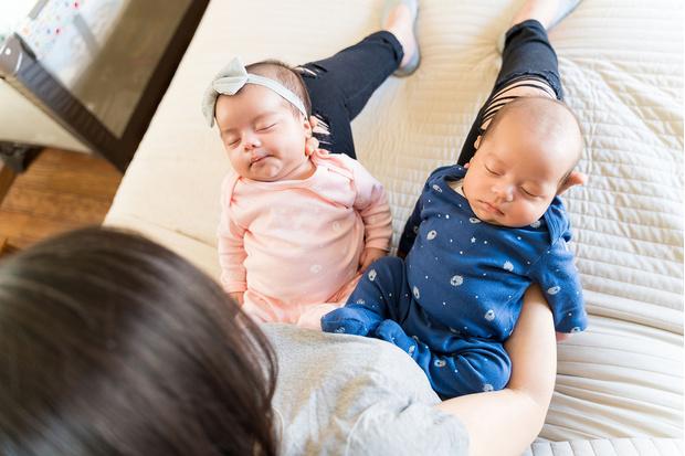 Фото №1 - Женщина родила двойню, но домой забрала только сына
