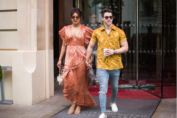 Фото №1 - Тренд или модный провал: Приянка Чопра в платье с рюшами и без лифчика