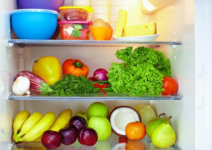 Фото №1 - Специалисты рассказали, какие продукты не стоит хранить в холодильнике