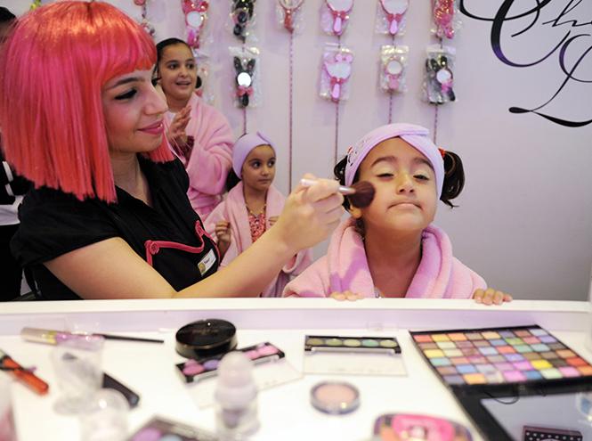 Фото №8 - Культ красоты: почему все девочки-подростки в Ливане делают ринопластику