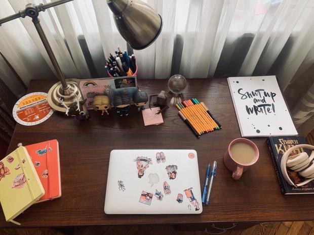 Фото №1 - Как обустроить рабочее место дома: советует редакция ELLE Girl