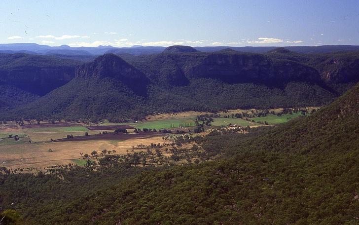 Фото №5 - Большой и еще больше: удивительные каньоны на поверхности Земли и не только
