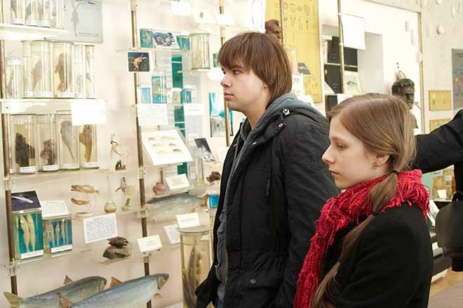 Фото №4 - Звезды в Листвянке: «Дом-2» в Тальцах, «Папины дочки» в музее, «Курсанты» на рынке