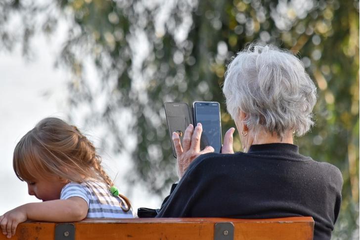 Фото №1 - 7 советов, как обслуживать смартфон своих родителей