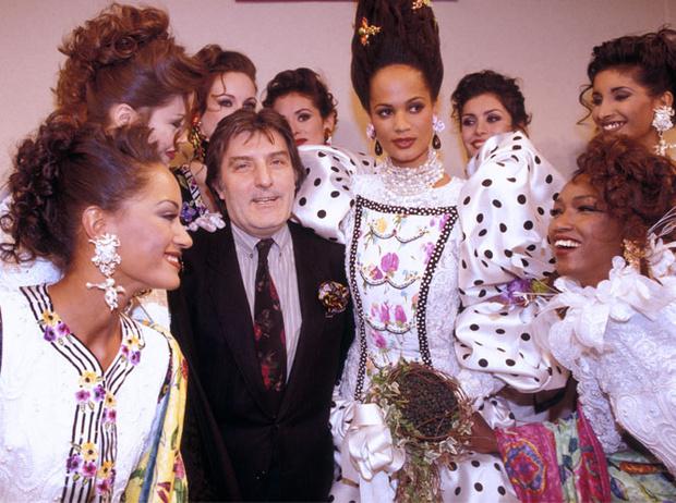 Фото №5 - Король цвета: 40 самых ярких и безумных нарядов Эмануэля Унгаро