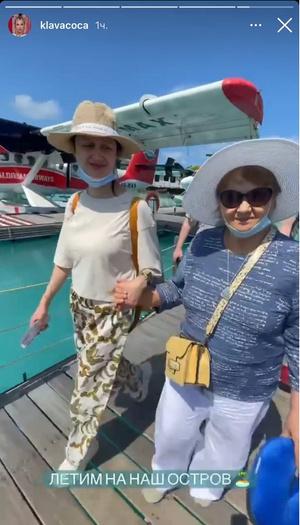 Фото №5 - Family time: Клава Кока улетела в отпуск с бабушкой и дедушкой
