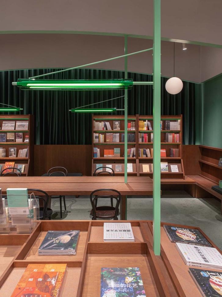 Фото №4 - Книжный магазин Common Reader в Китае