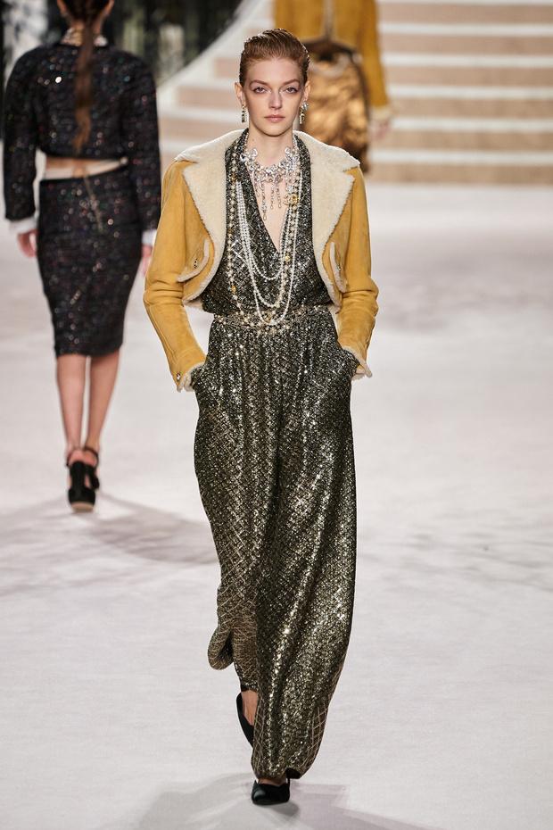 Фото №7 - Что на самом деле носят парижанки? Амбассадор Chanel, модная французкая актриса Альма Ходоровски комментирует любимые образы показа