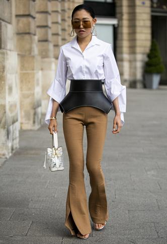 Фото №11 - Базовый гардероб: одна рубашка— 5 образов на любой случай
